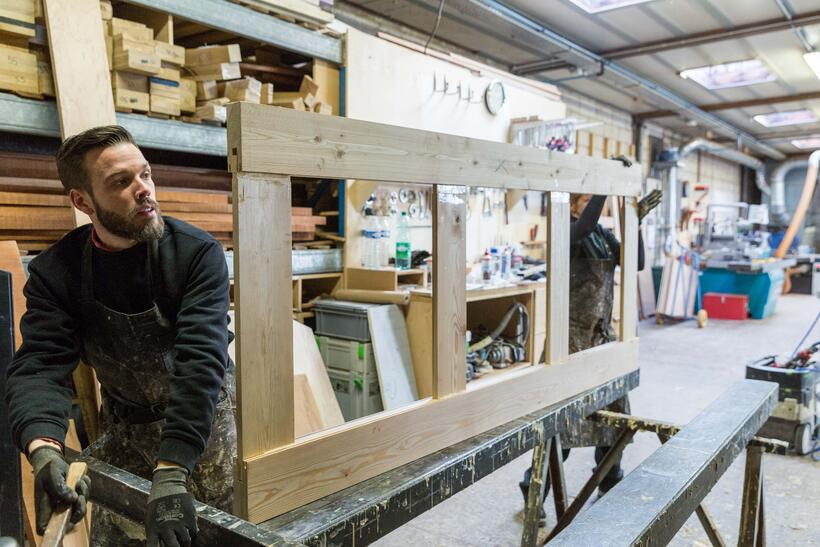 Carpenter crafting door Atelier Schrauwen